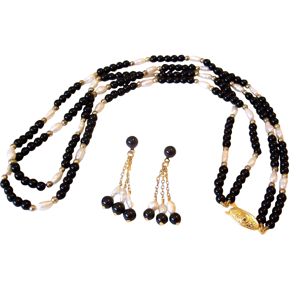 Fresh Water Rice Pearls With Black Beads Necklace And Post Earrings