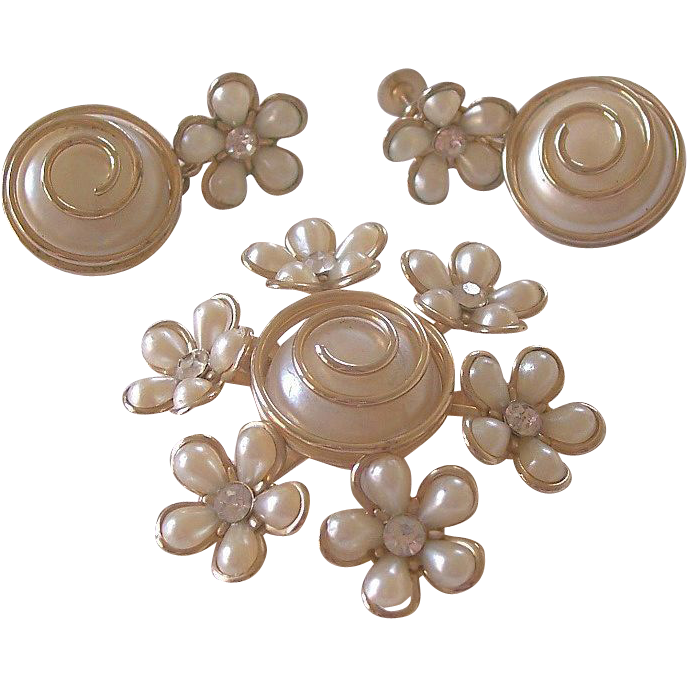 Coro Unique Design Faux Pearl Florets Brooch And Earrings