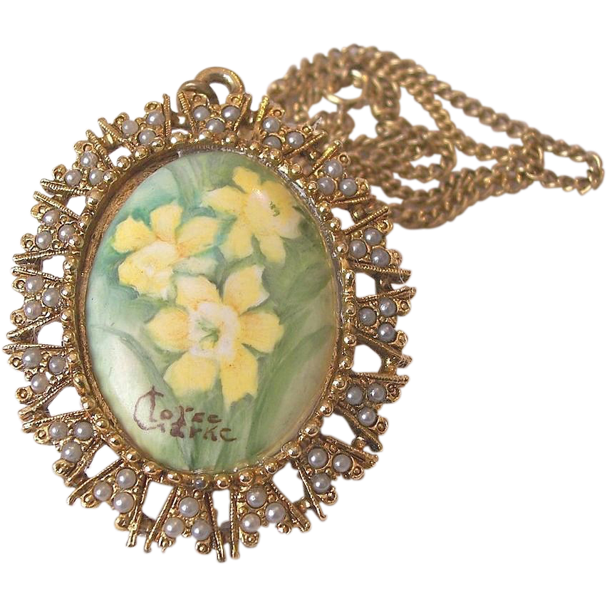 Hand Painted Signed Baroque Cameo Pendant Necklace