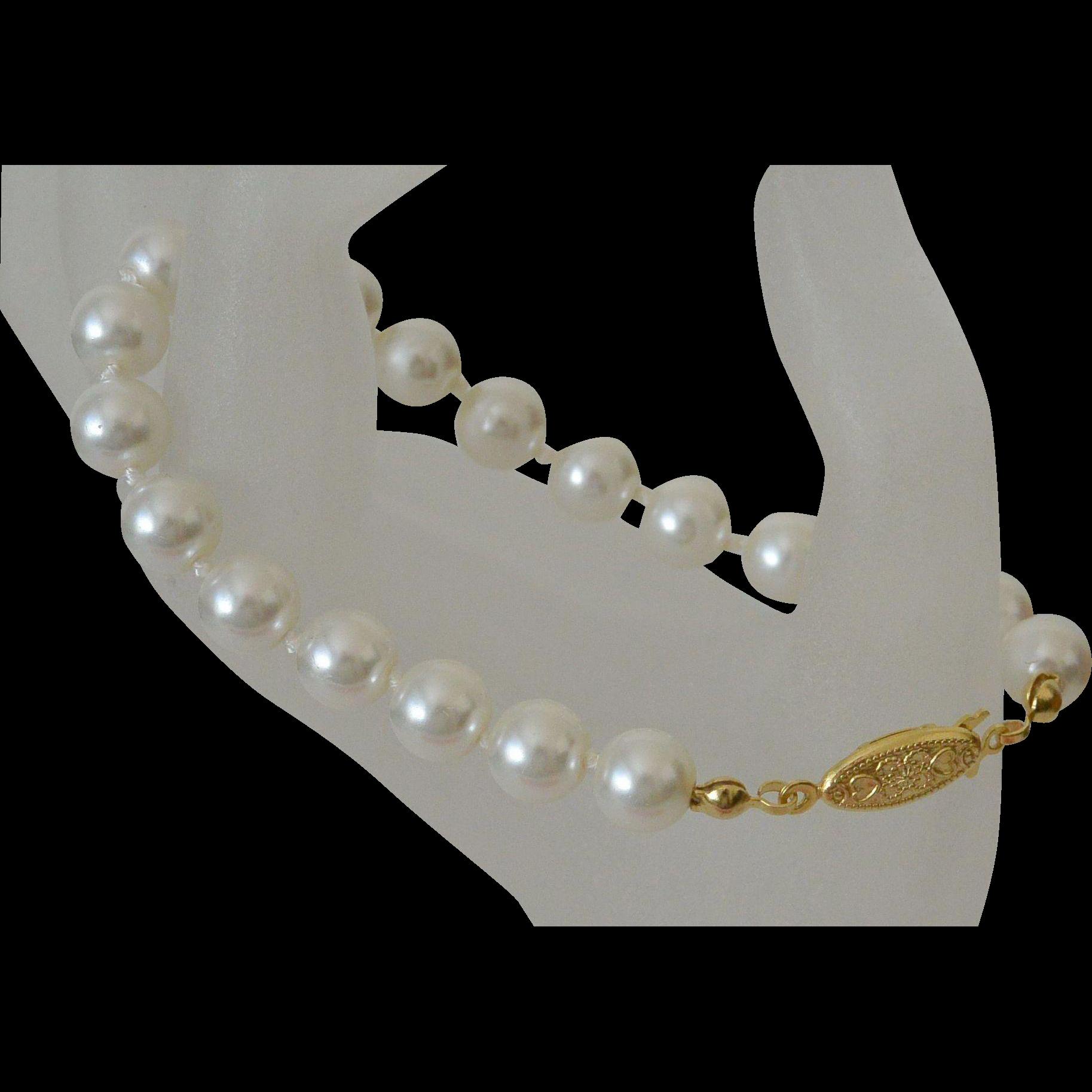 Classic Glass Pearls Bracelet