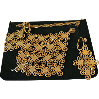 "Sarah Coventry ""Golden Petals"" 1971 Necklace and Clip Earrings Set – New  Old Stock"