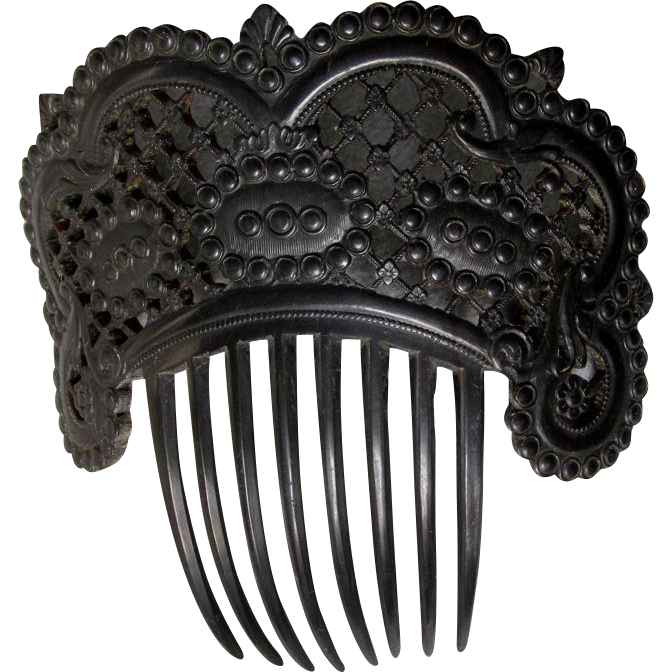 Fine & Rare Hand Carved Ladies Hair Comb in Horn or Shell