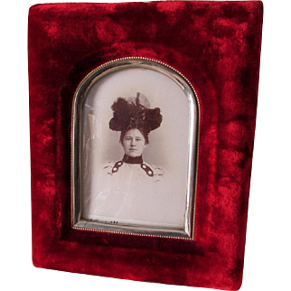 c1882 Victorian Velvet Picture Frame with Bubble Glass, Lady in Hat Photo