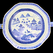 Chinese Porcelain Canton Octagonal Hot Water Dish, circa 1860