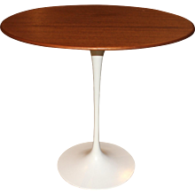 Knoll Tulip Oval Side Table by Eero Saarinen, circa 1979