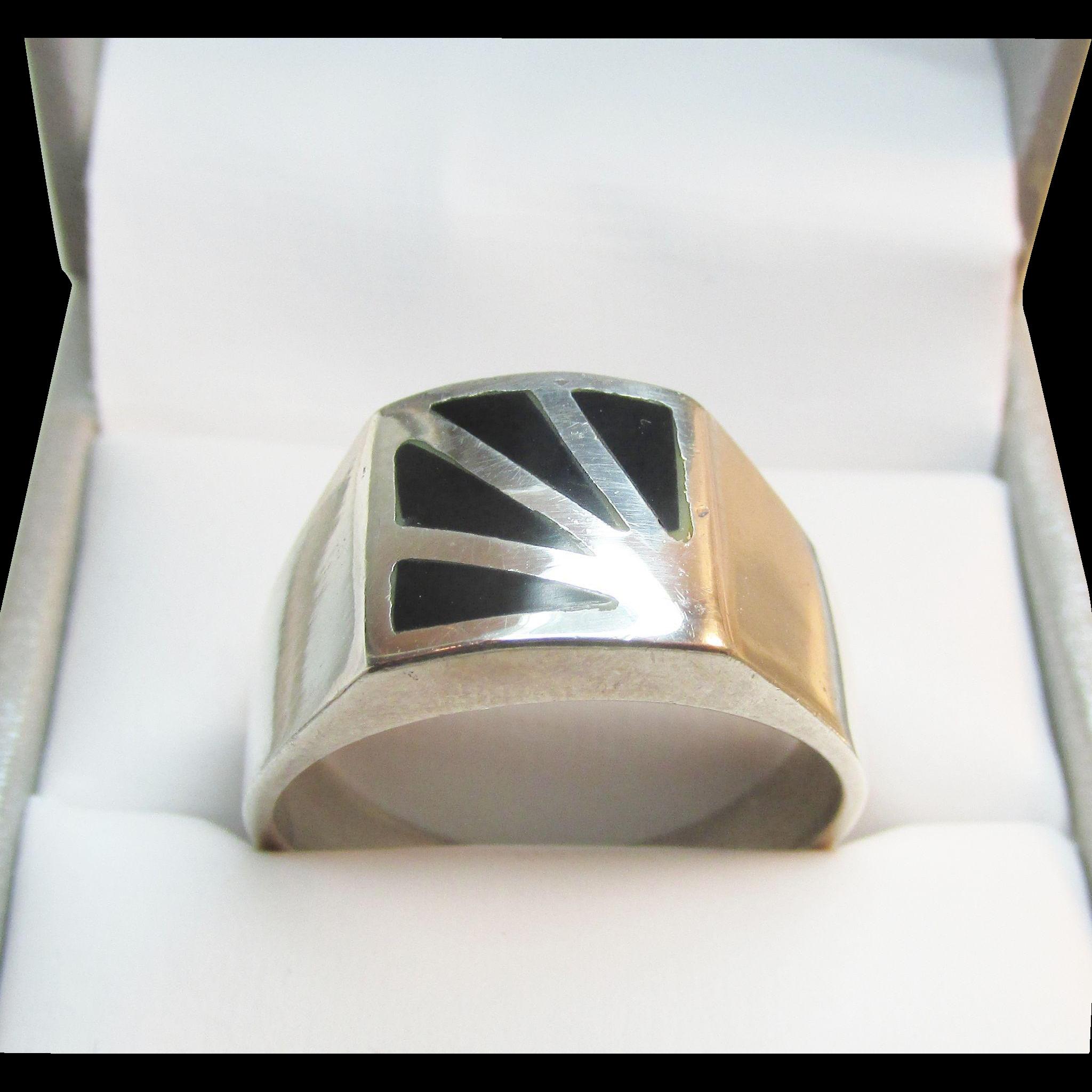 Large Sterling Onyx Inlaid Sunburst Ring Sleek Vintage 8.95 Grams