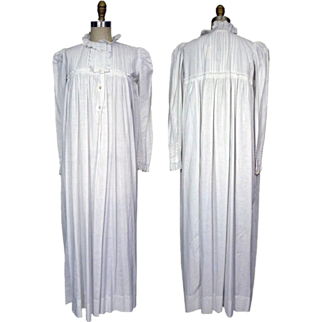 Late Victorian White cotton Nightgown with Broderie Anglaise