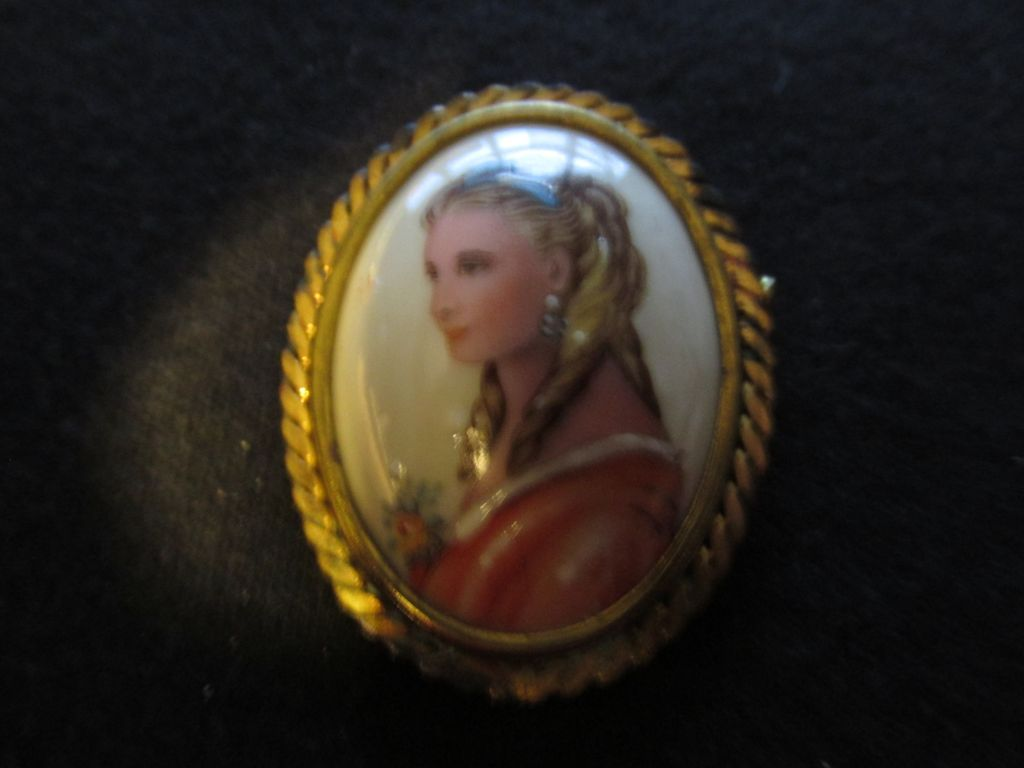 Vintage Portrait Pin Blonde Lady