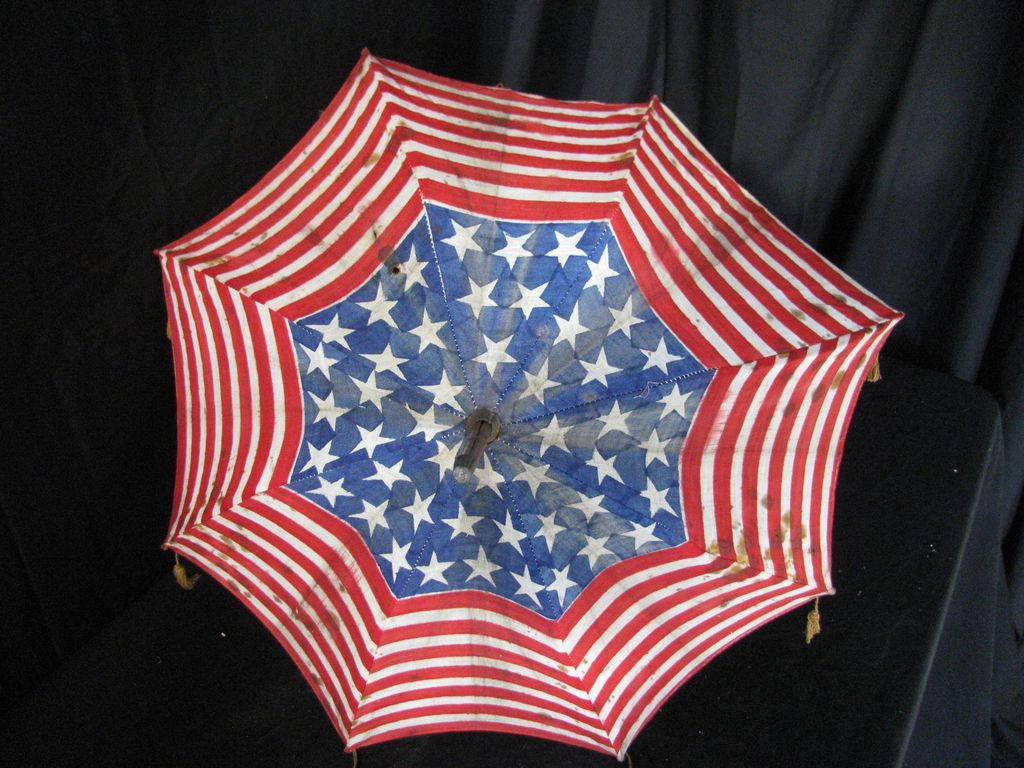 Antique Americana Patriotic American Flag Pattern Parade