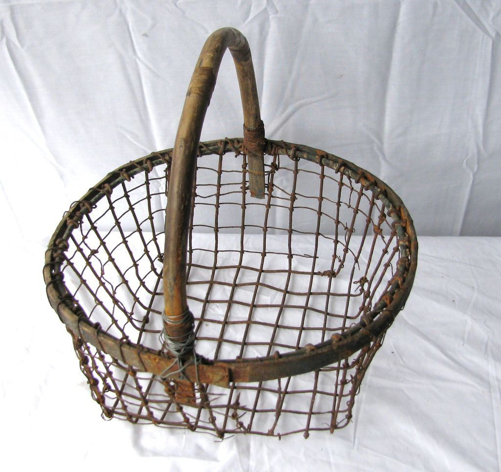 antique wire and wood clam basket from north2southantiques on ruby lane. Black Bedroom Furniture Sets. Home Design Ideas