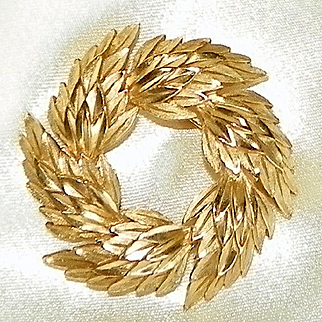 Vintage Crown Trifari Golden Wreath Brooch