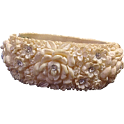 Off-White Celluloid and Diamante Moulded Flower Hinged Bangle