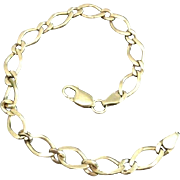 Dainty Figure Eight Link 9 Karat Yellow Gold Bracelet Bangle