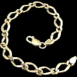 Dainty Figure Eight Link 9 Karat Yellow Gold Bracelet Bangle