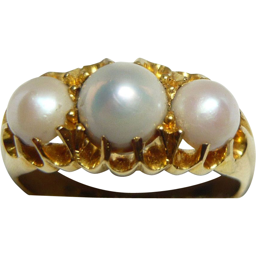 Lustrous 3-Pearl & 18ct Gold Ring, 1903