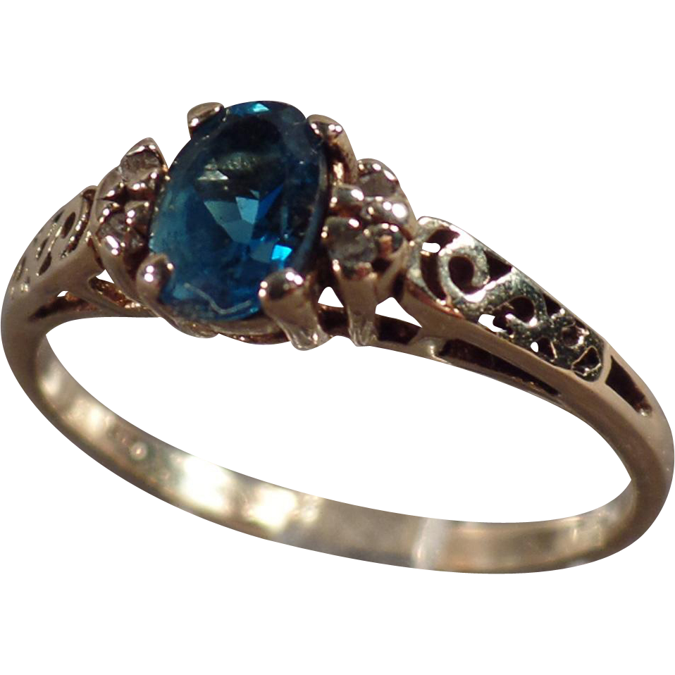 Vintage, 10k Yellow Gold Ring - Blue Topaz - Dainty Setting