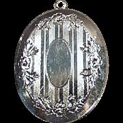 Vintage, Silvertone Locket with Etched Design