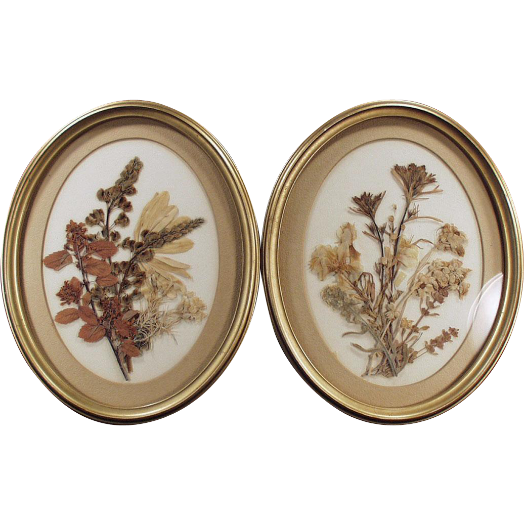 Vintage Wall Hangings with Dried Flower Bouquets