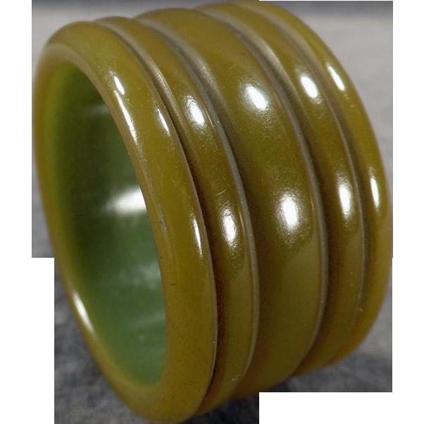 Vintage Bakelite Napkin Ring - Green