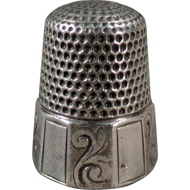 Vintage Sterling Thimble with Alternating Scroll Panel