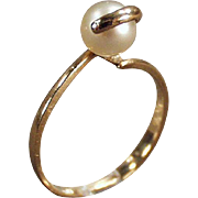 Ladies Vintage Pearl Ring - 10k Gold with a Single Pearl