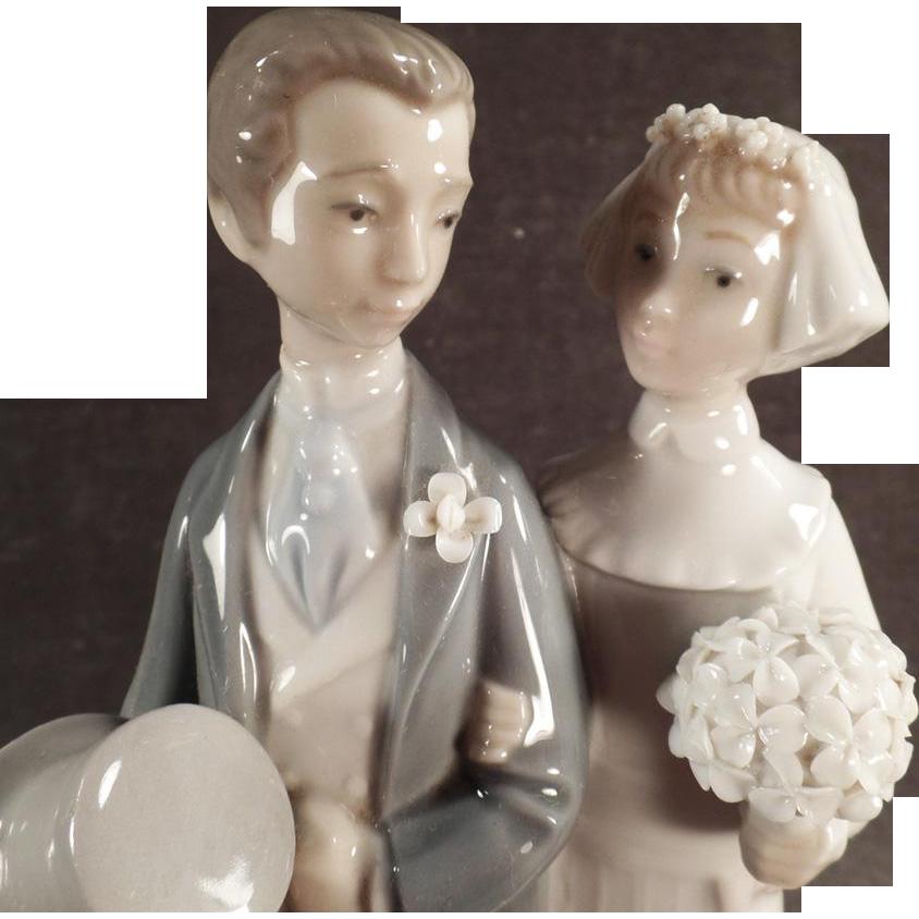 Vintage Lladro #4808 Wedding - Bride & Groom Figurine