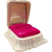 Vintage Ring Box – Off White Bakelite with Fuchsia Ring Holder Inside