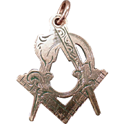 Vintage Masonic Charm Pendant – Beautiful Freemasonry Emblem