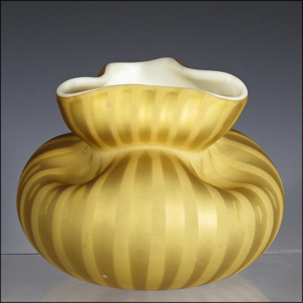 Rare antique english art glass satin air trap pouch vase for Air vase