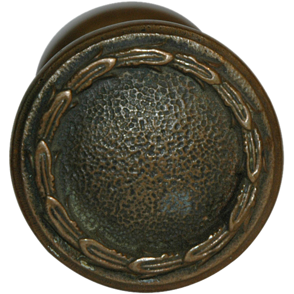 Early 1900's cast bronze knob with wreath detail