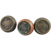 Three piece bronze quadrefoil knob set
