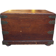 Early 20th century wooden trunk