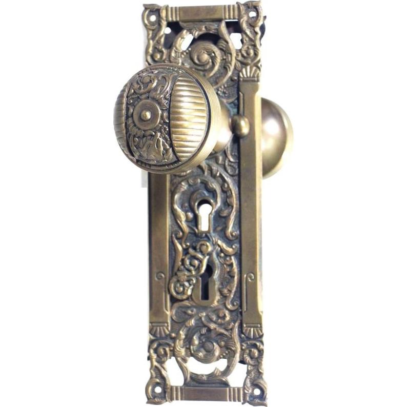 Columbian pattern passage doorknob set