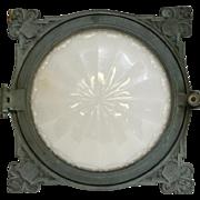Cast bronze recessed train light