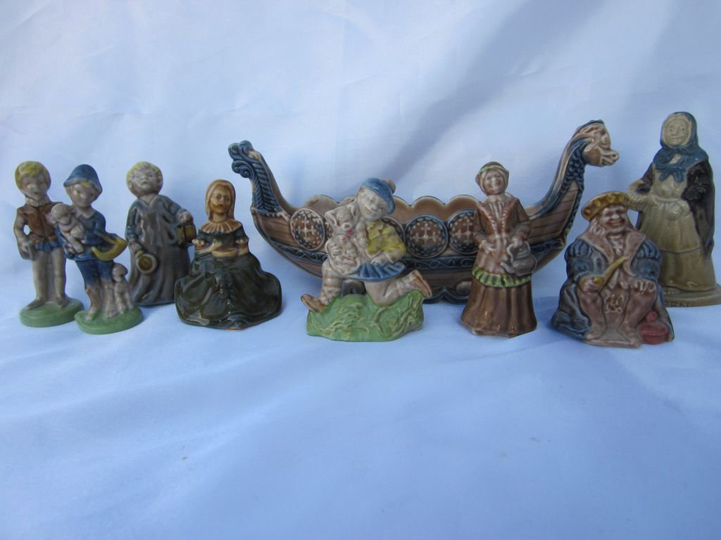 Wade England  Figurines & Boat