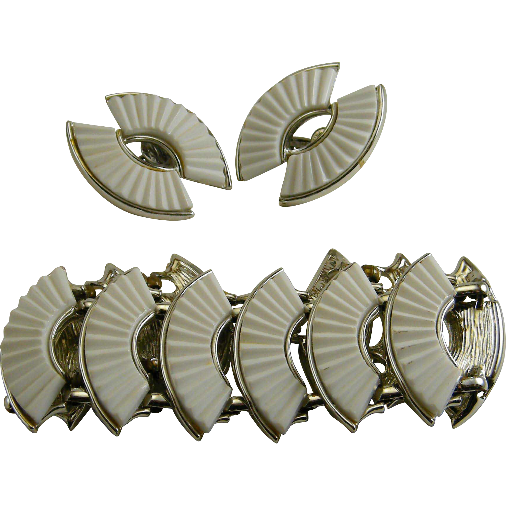 Retro Coro White Fan Thermoplastic Bracelet Earrings Set