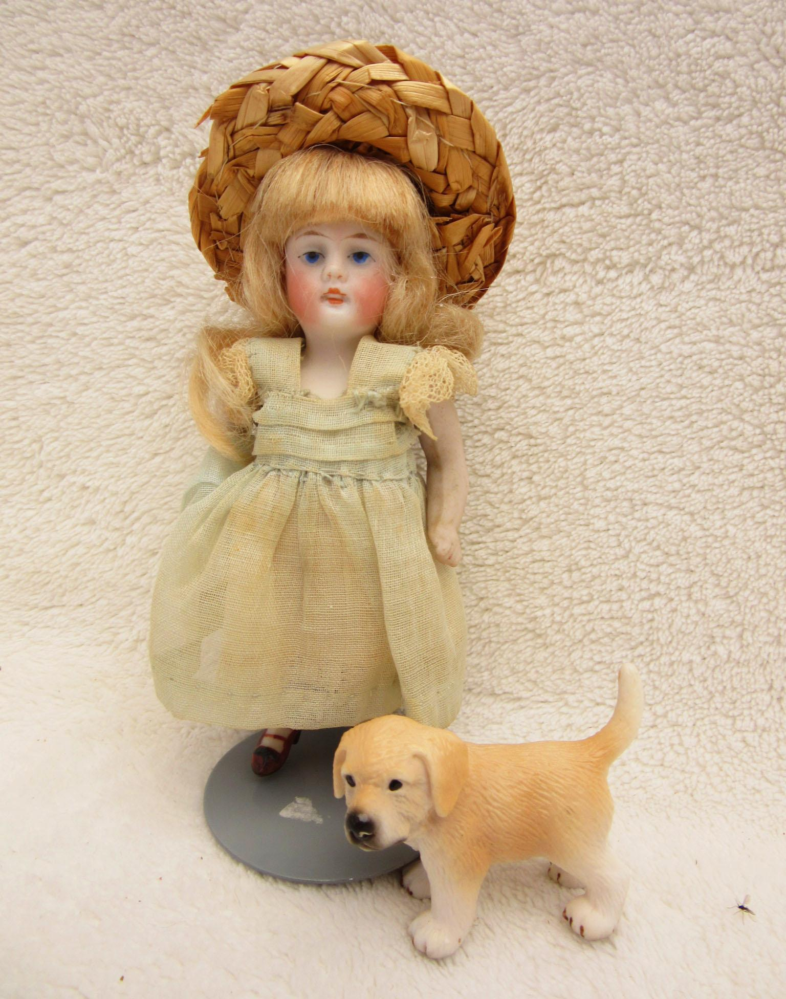 Tiny Antique All bisque with Dog