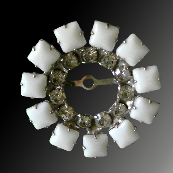 Simple Yet Elegant White Rhinestone Circle PIn