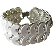 White Thermoset LISNER Bracelet - MOD Style Bracelet - Wide Bracelet - Signed Costume Jewelry