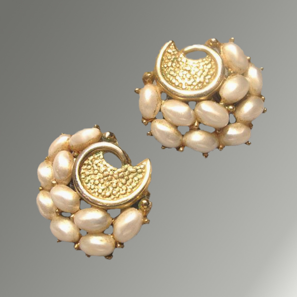 Crown Trifari Pearl & Gold-Toned Vintage Clip Earrings