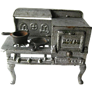 Royal Cast Iron Stove With Opening Oven and Two Cast Iron Pans / Miniature Cast Iron Dollhouse / Dollhouse Miniature/ Vintage Dollhouse