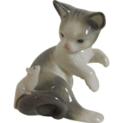 Lladro animal figure: Kitten with Mouse   1984