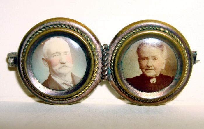 Victorian Miniature Picture frame Brooch