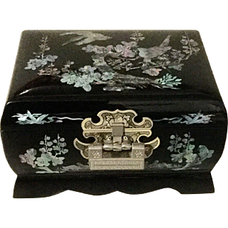 Vintage Musical oriental Jewelry Box With Mother Of Pearl Inlay