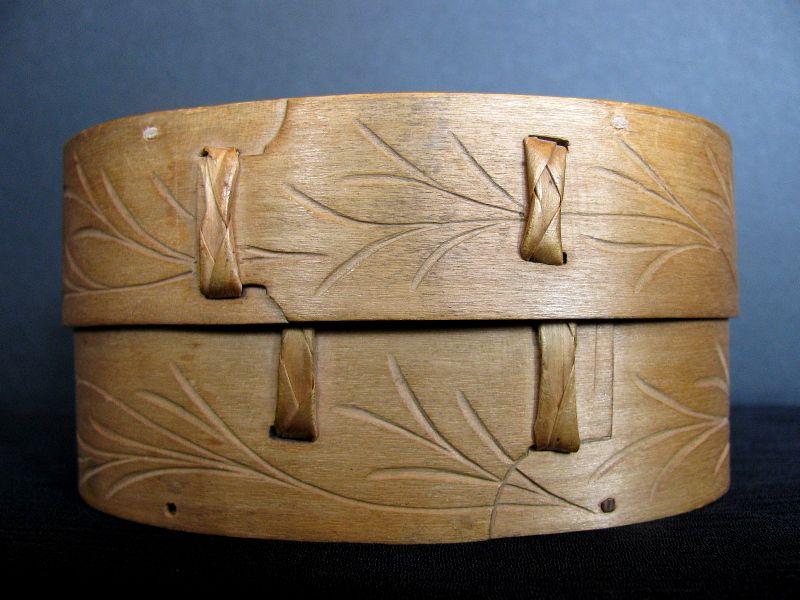 Norwegian bent wood chip carved oval box sveiping Øskjer