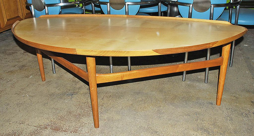 Chic modern coffee table from antiquing with pamela on for Modern chic coffee tables