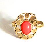 A vintage 1960s Flower Power Hippie Coral 8 Karat Gold Ring