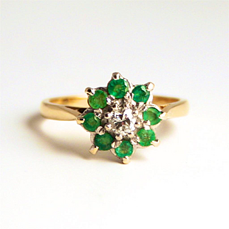 Emeralds and Diamond Cluster Ring 18 Karat Gold Octagram 8 Point Star Design