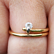 A Platinum Mounted Diamond on an 18 Karat Gold Split Ring US Size 7 1/2 UK Size P Clarity VVSI