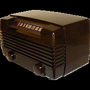 Exceptional 1948 RCA Radiola Bakelite Table Radio, Model 61-8, Art Deco, Refurbished in Excellent Condition